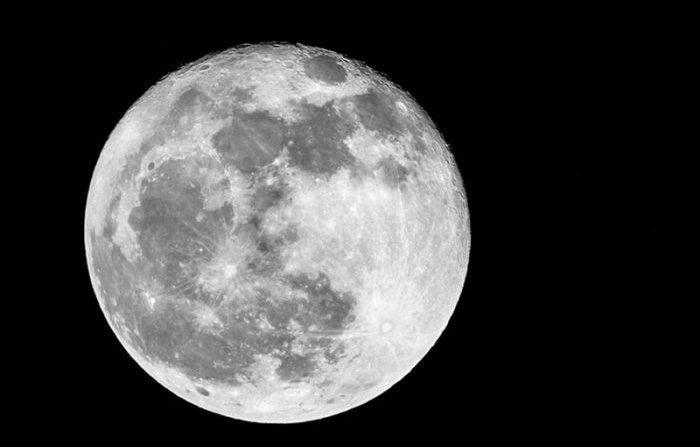 La Luna è artificiale?