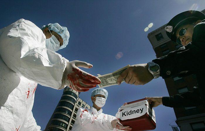 Il delatore della Sars espone il prelievo degli organi da parte dell'esercito cinese