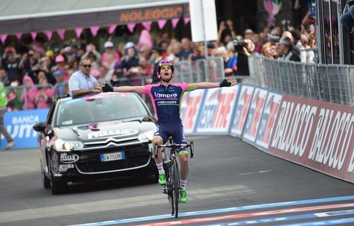 Giro 100, sull'Etna Polanc a braccia alzate