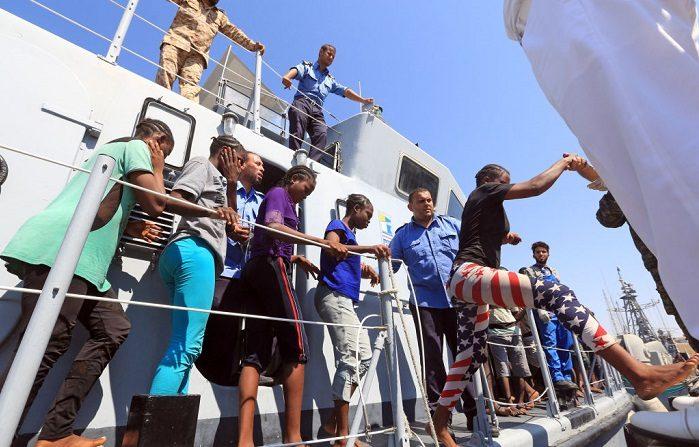 L'accordo tra l'intelligence italiana e i trafficanti in Libia