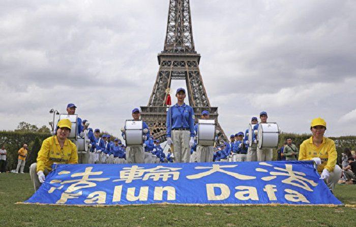 Parata del Falun Gong, per le strade di Parigi un messaggio di benevolenza