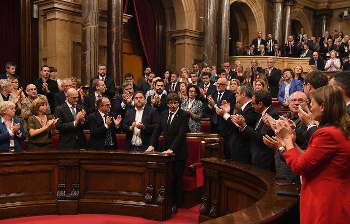 Puigdemont: Catalogna indipendente ma non subito
