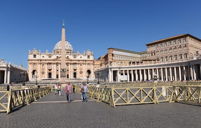 Il Vaticano proibisce la vendita di sigarette