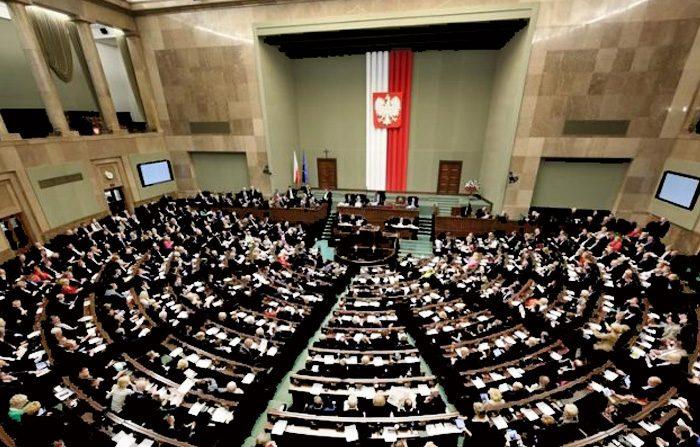 Il Parlamento polacco ripudia il comunismo: un crimine contro l'Umanità