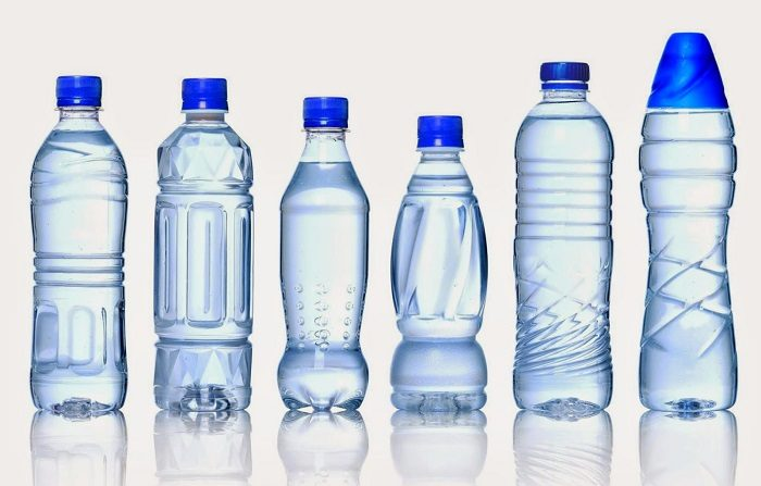 Attenzione al codice di tossicità sul fondo delle bottiglie di plastica