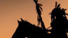 Padre cherokee dà al figlio una lezione di combattimento