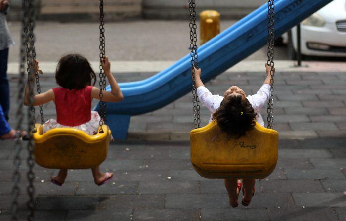 La tragedia del traffico internazionale di bambini