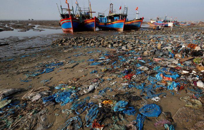 Le buste di plastica che distruggono gli oceani