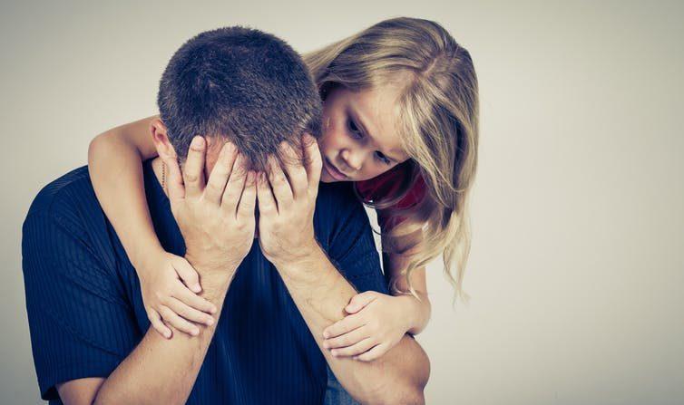 È giusto nascondere le proprie emozioni negative ai figli?