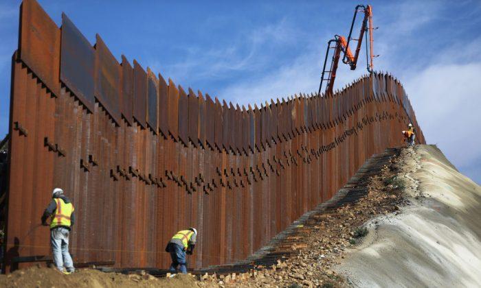 Sempre più popolare il muro di Trump al confine col Messico