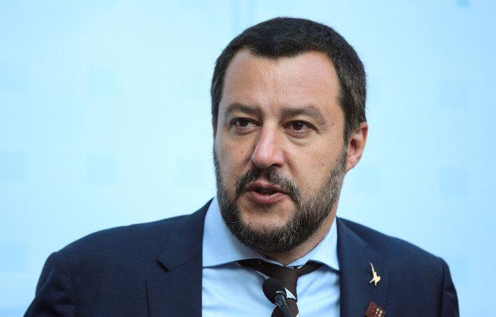 Salvini a rischio processo, Toninelli lo difende