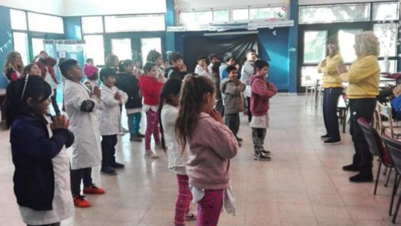 Studenti con problemi comportamentali migliorano grazie alla Falun Dafa