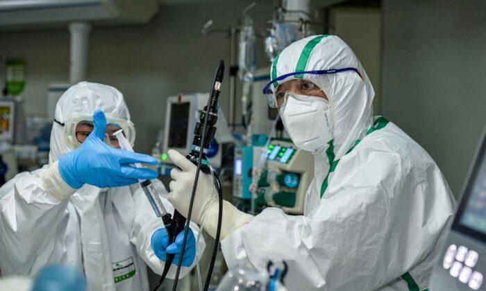 Cina, trapianti polmonari su pazienti con Covid-19. Forti dubbi sulla provenienza degli organi