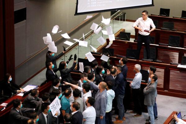 Proteste nel parlamento di Hong Kong
