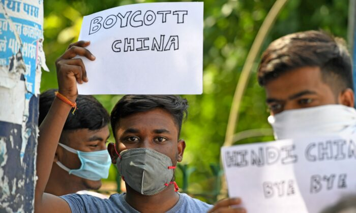 L'India si solleva contro il regime cinese dopo l'epidemia e gli scontri al confine
