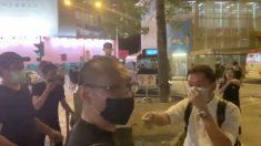Hong Kong, uomo con coltello attacca fotografo di Epoch Times