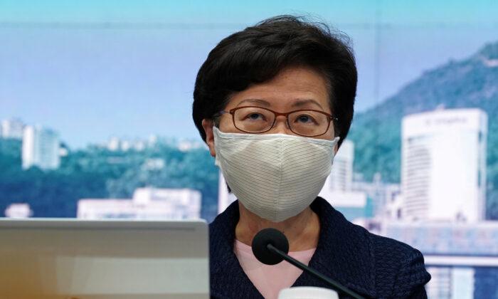 Hong Kong, la governatrice Lam posticipa le elezioni con una mossa senza precedenti