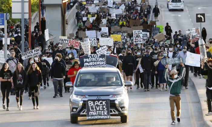 Le pretese di razzismo sistemico favoriscono la 'cultura della cancellazione'