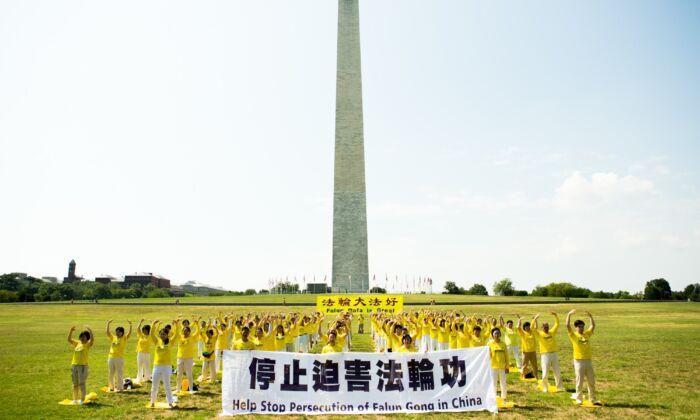 Davanti al Monumento di Washington per chiedere la fine della persecuzione