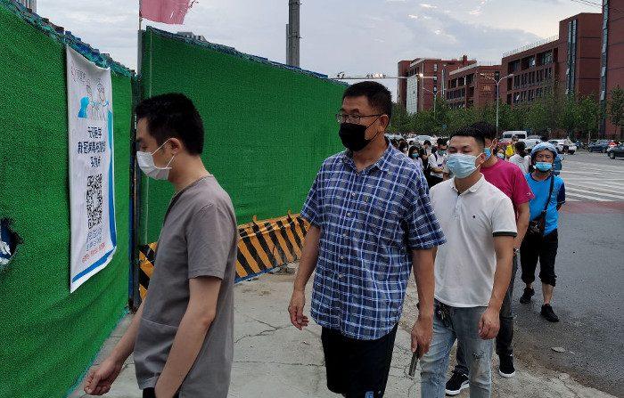 Xinjiang in lockdown e residenti costretti ad assumere farmaci per il Covid-19