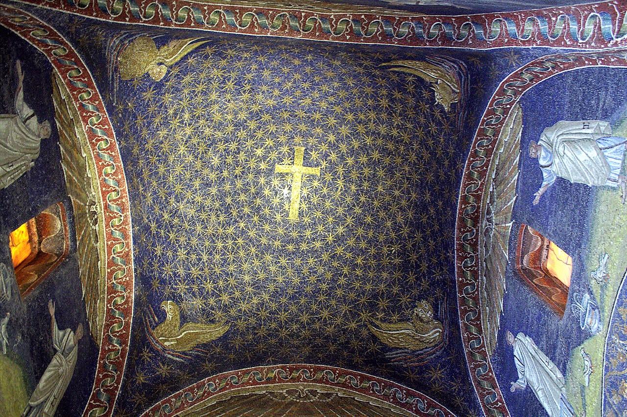 Il mosaico a cielo stellato che riveste il soffitto del Mausoleo di Galla Placidia, risalente al V secolo d.C.(Wikimedia Commons)