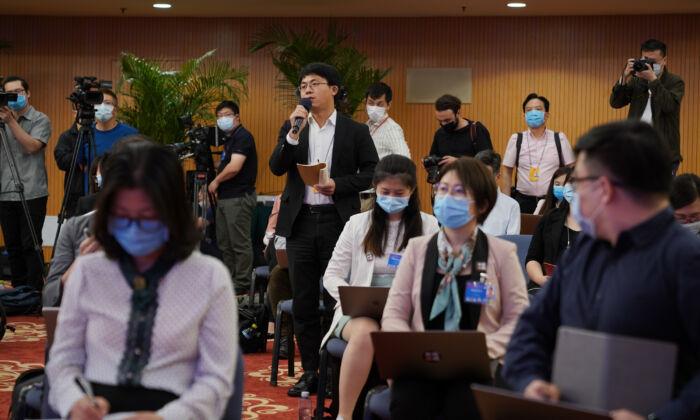 Cina, giornalisti e monaci costretti a studiare l'ideologia comunista