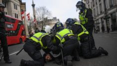 Covid-19, a Londra oltre 150 arresti nella protesta contro i lockdown