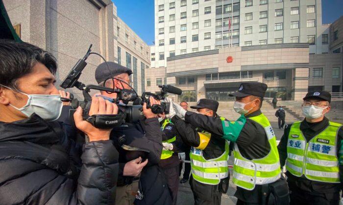Giornalista cinese condannata a 4 anni per i suoi servizi sul Covid-19