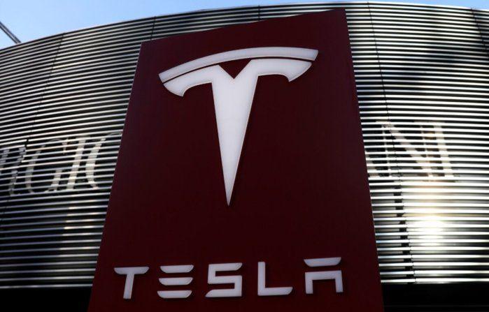 La quotazione della Tesla supera gli 800 miliardi. Elon Musk è l'uomo più ricco al mondo