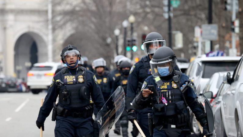 Irruzione nel Campidoglio Usa, 35 agenti sotto inchiesta e 6 sospesi