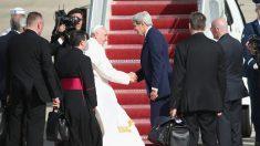 Papa Francesco incontra John Kerry, svolta nelle relazioni Vaticano-Usa dopo Trump