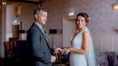 Si ritrovano dopo 22 anni e si sposano con lo stesso anello della promessa a scuola