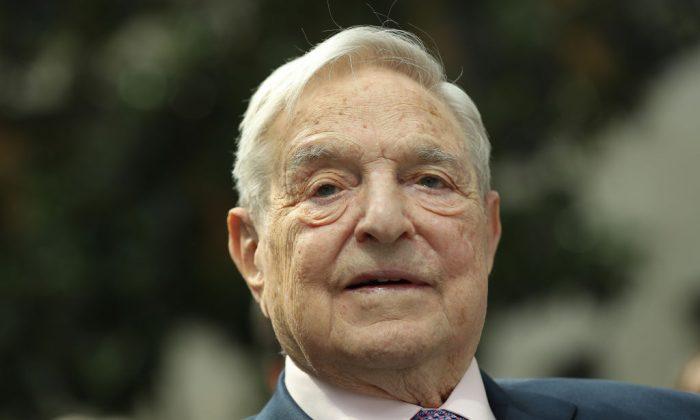 Soros dona 1 milione di dollari a gruppo che vuole tagliare i fondi alla polizia