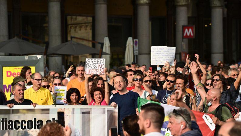 Sabato di proteste contro il Green Pass tra Roma e Milano