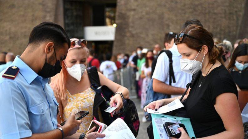 Green Pass, dal primo settembre cambiano le regole per trasporti, scuola e università
