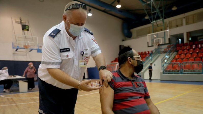 Israele, il 40% dei vaccinati ha già ricevuto la terza dose del Pfizer-BioNTech
